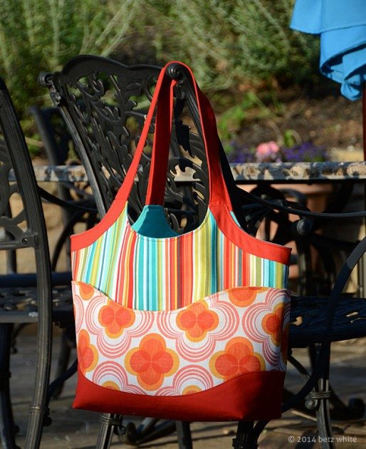 Betz White Smile and Wave lg tote