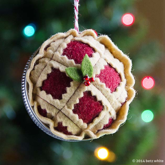 Introducing the Christmas Pie Ornament , pattern #4 in the Holiday ...