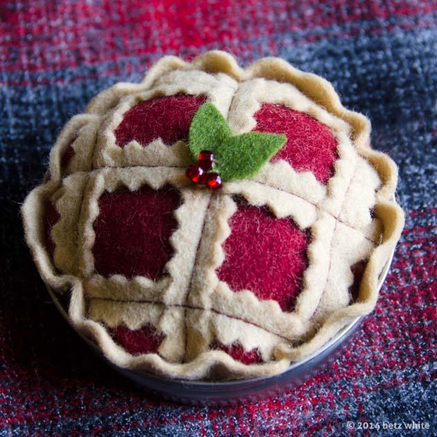 betz white xmas pie ornament