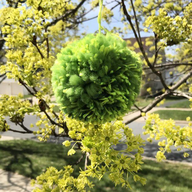 spring green pom