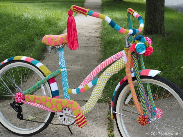 betz white yarn bomb bike