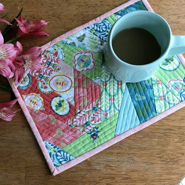 Entomologie Fabric mug rug tutorial by Betz White - finished2