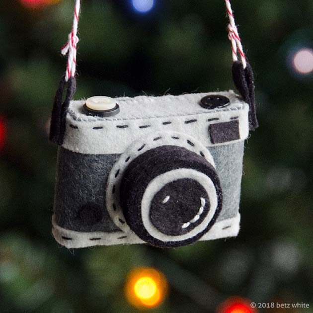 betz-white-camera-ornament-