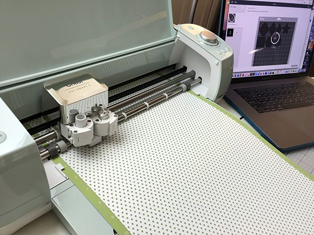 cricut-machine-and-laptop