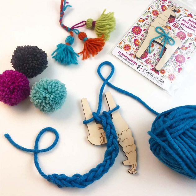Llamallooma pom pom maker cords