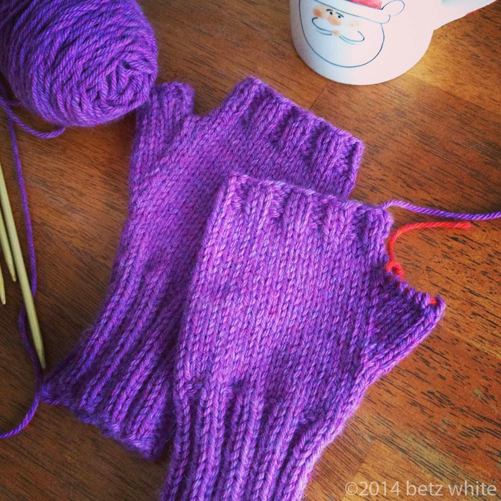 Fingerless gloves darn yarn - I Used Susan Anderson S Waiting For Winter Mittens And Fingerless Mitts Pattern In A Washable Worsted Wool Yarn