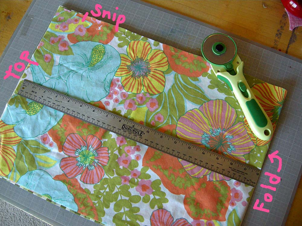 1 With Fabric Folded Cut A Rectangle About 13 X 18 The Fold Will Be Bottom Of Bag 2 Below Top Edge Make 4 Snip Into