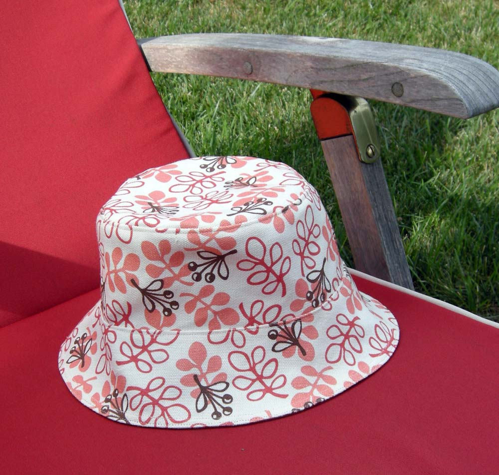 9a6f716c619 I used my Picnic Floral print for the outer hat and crown lining and the  Wood Pile print for the brim lining.