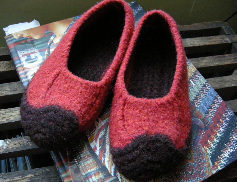 Free Knitting Pattern For Felted Slippers : good ol duffers - Betz White